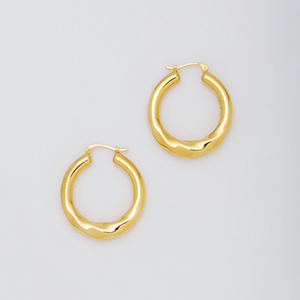 YU-KIN TWIST LARGE HOOP EARRING